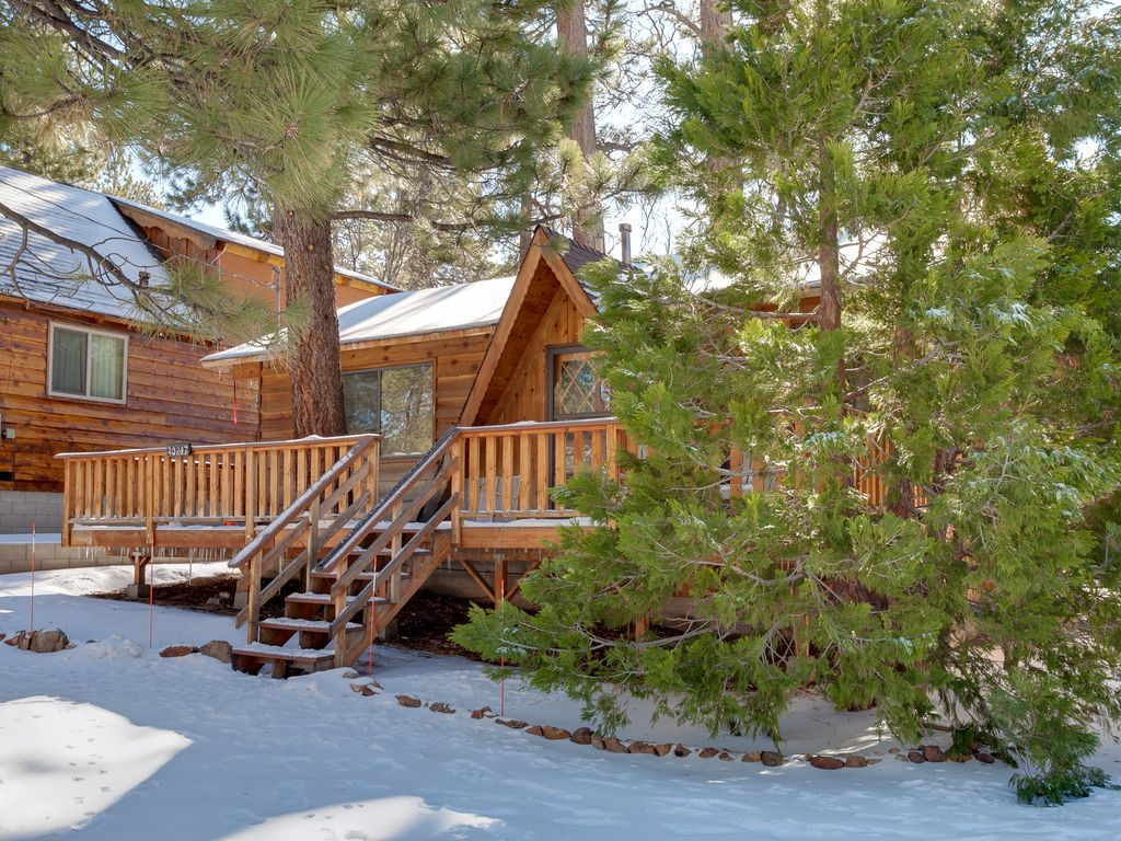 Cute And Cuddly 2 Bedroom Big Bear Cabin Close To Village