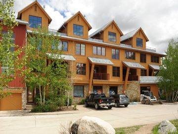 Best Location!!! Luxury Condo with  Peak (9) Mountain Views!! March Specials!!!