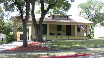Photo for San Antonio Historic Craftsman Haus in Alamo Heights, Close to Museums/Downtown