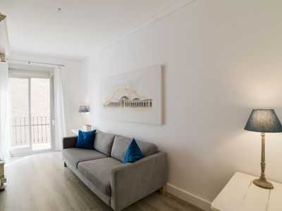 Photo for Lovely and Chic 3-Bed Apartment in Lesseps