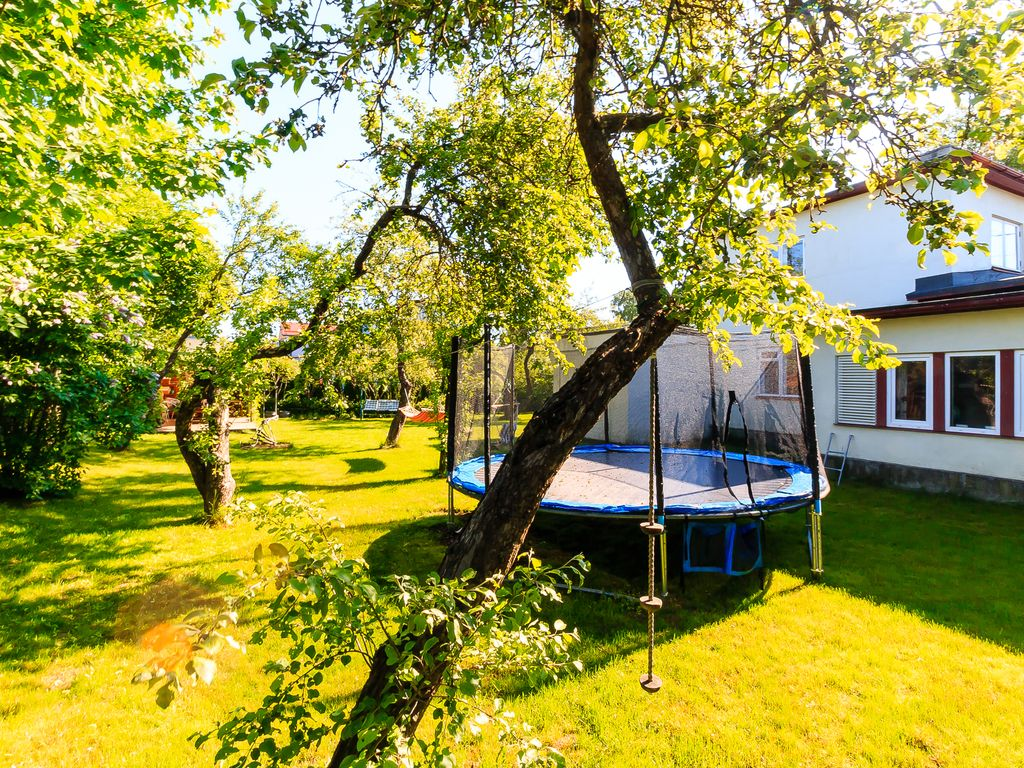 Four bedroom private house in the middle of the city with lovely garden Photo 1