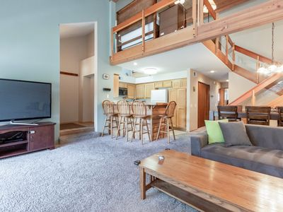 Photo for Warmly decorated modern condo with shuttle access and mountain views