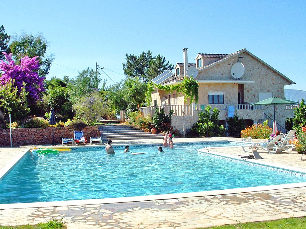Villa de r ve with pool xxl 8240751 for Villa de reve