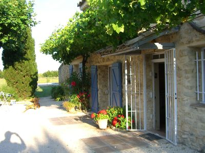 Photo for Mas with a pool situated in the countryside, 5 km from Isle sur la Sorgue