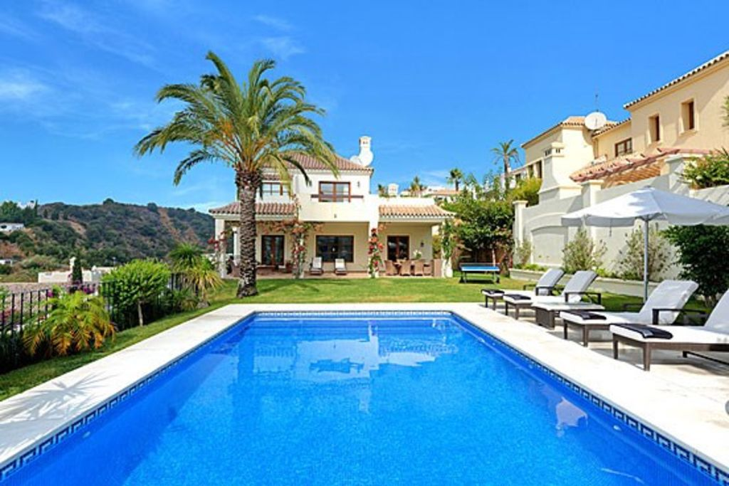 villa with private infinity pool, sea views, front line golf
