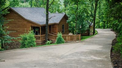 Photo for Cozy lakefront cabin, Giant City State Park, wineries, lakes, Shawnee Forest