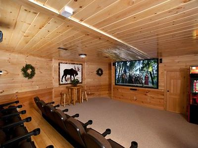 A Bear's Kind of Fun in Pigeon Forge #unforgettable 4 bedroom w/ Games & Full Theater!