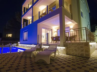 Photo for Luxury villa with pool quiet location in green surroundings Top sea view max 14