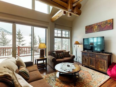 Photo for Quiet condo w/ private hot tub, near Town Center, 6 miles to lifts