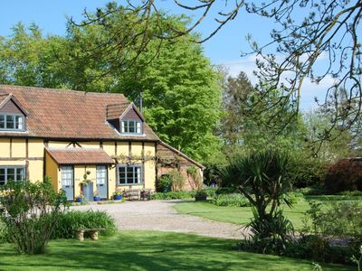 Photo for Founders Cottage: beautiful, spacious and quality furnished. Pet friendly.