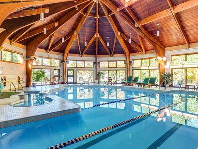 Photo for Great amenities like on-site gym, pool, hot tub & more + stunning mountain views