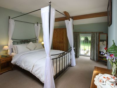 Photo for 19th century stable with four poster, river views and free WiFi