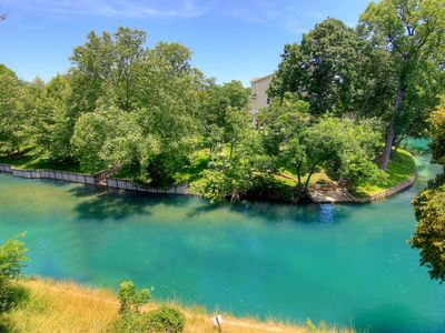2 bedroom 2 bath right on the Comal River!