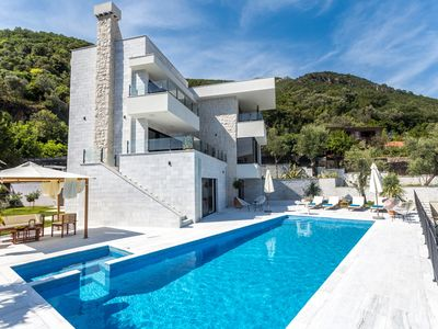 Exquisite villa with swimming pool, sauna & sea-view rooftop terrace with BBQ