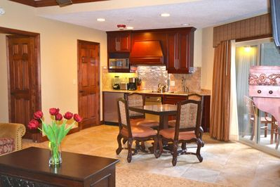 Bison Lodge 1 Bedroom - King Bed, Jetted Tub, Fireplace, Kitchen, Private Patio