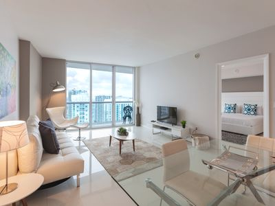 Photo for Luxurious Highrise apartment with premium designs and amazing River and City views. FREE SPA