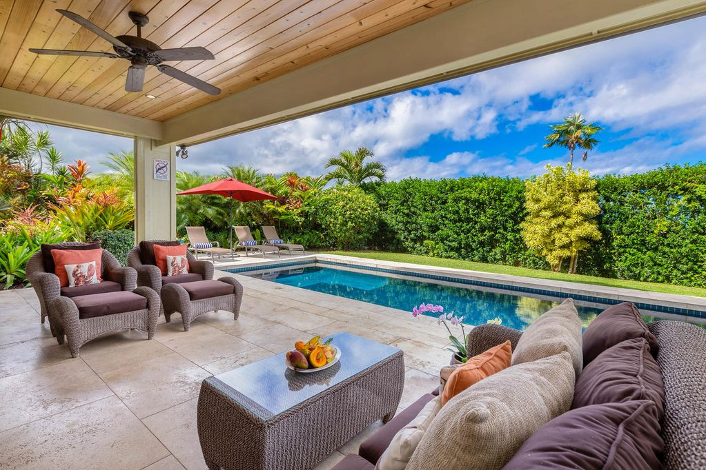Spacious lanai with pool for kids in Kauai