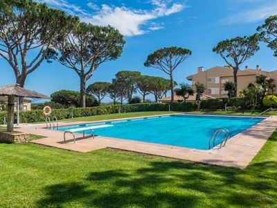 Photo for 4 bedroom Apartment, sleeps 8 with Pool and Walk to Beach & Shops