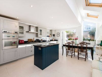 Photo for Bright & Spacious 4 Bed House in Fantastic Clapham