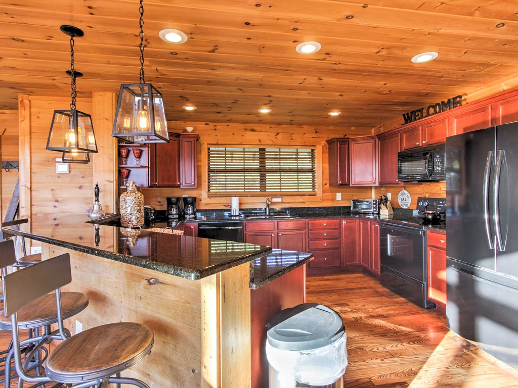 39 a grand view 39 5br pigeon forge cabin w hot tub pigeon for Pigeon forge cabins with hot tub