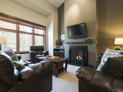 Photo for Modern 3-bedroom condo plus loft on golf course with clubhouse amenities — walk to Eagle Lodge