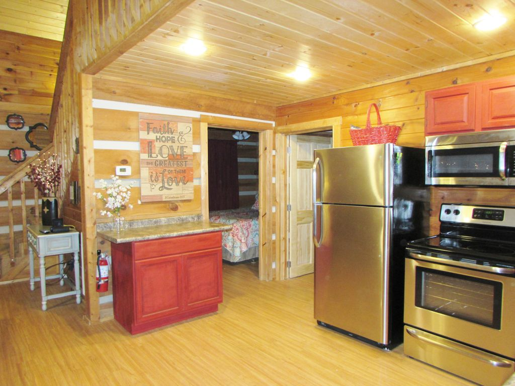Property Image#17 Cabin In The Smokies Great Cabin King Bed HotTub  Fireplace.