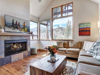Photo for Bees KNeeS Escape: 2 BR / 2.5 BA townhome in Breckenridge, Sleeps 8