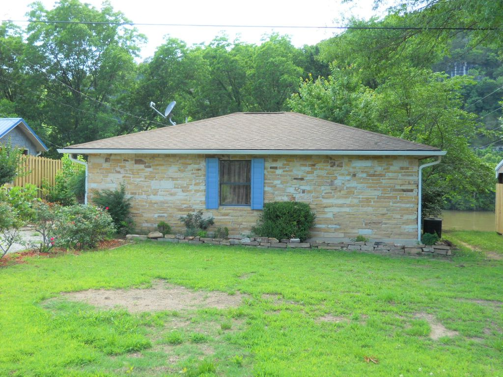 Stone cottage on the white river homeaway for White river cabin rentals arkansas