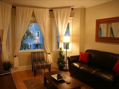 Photo for Roscoe Village/Lakeview Close to Downtown Must See**