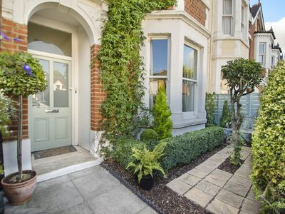 Kew Gardens Village Apartment: Beautiful Apartment in the Heart of ...