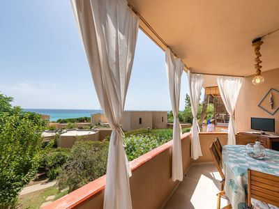 Photo for Central Holiday Apartment near the Beach with Balcony & Sea View; Parking Available