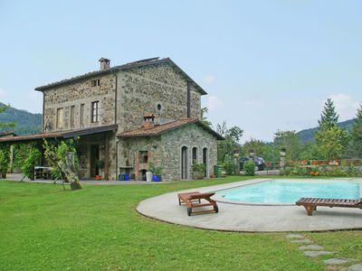 Photo for Holiday villa with private pool, Jacuzzi, large garden in the Tuscan hills