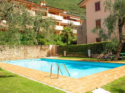 Photo for Apartment in residence near the lake, swimming pool, no extra costs