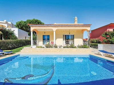 Photo for Spacious 3 bedroom villa, short walk to Vilamoura, air con, Wi-Fi