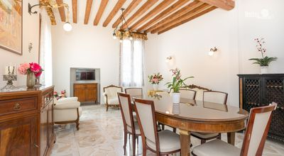 Photo for Venice, central apartment for 8 people equipped with all comforts