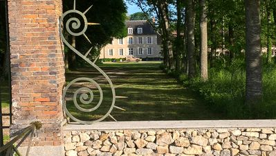 Photo for Family castle with ponds (40 HA) and forests between Fontainebleau and Sens