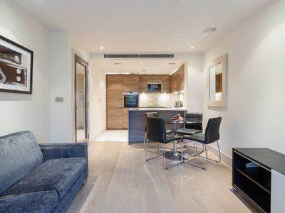 Photo for Gorgeous 1-Bed apt with Gym and Pool near Fulham