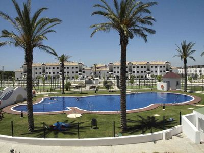 Photo for Apartment 600m from La Barrosa beach, with pool and paddle courts.