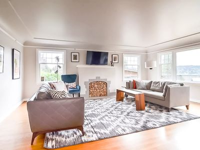 Elegant Family-Friendly House with Lake Views & Nearby Park