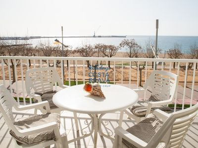 Photo for Cozy apartment on the first sea line in Palamós