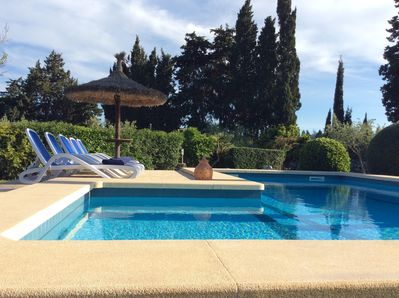 beautiful pool, clear and clean, with lots of sun beds