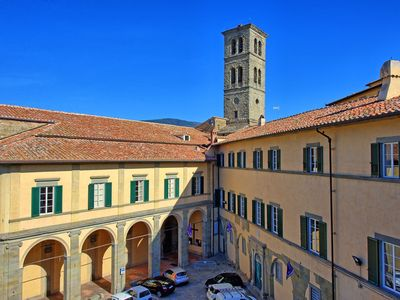 Photo for Luxury 4-bedroomed apartment located right in the center of Cortona