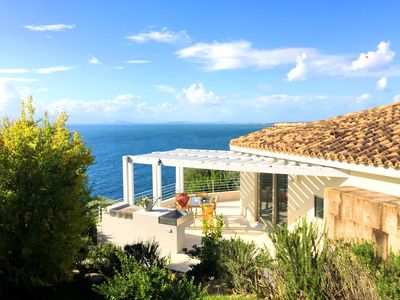 Photo for Splendid villa with infinity pool, stunning sea views, air-con and wi-fi.