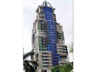 Spacious 4bed/3bath condo with balcony, city views, airport pickup and breakfast