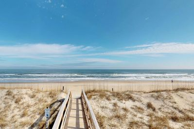 With the beach so close, Sandy Cracks has a well earned name.  2 beach access points are available, one is less than a half block away!