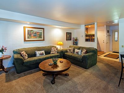 Photo for Large mountain condo condo on Green shuttle route, shared jacuzzi & pool