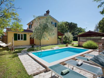 Photo for A pleasantly restored, old Istrian house with a swimming pool and outdoor kitchen.