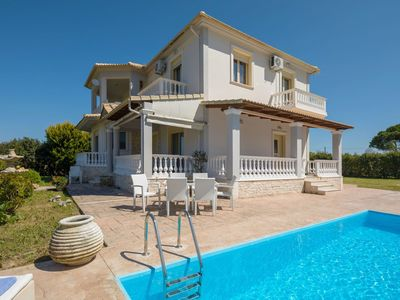 Photo for Stunning private villa for 6 people with A/C, WIFI, private pool, TV, balcony and parking
