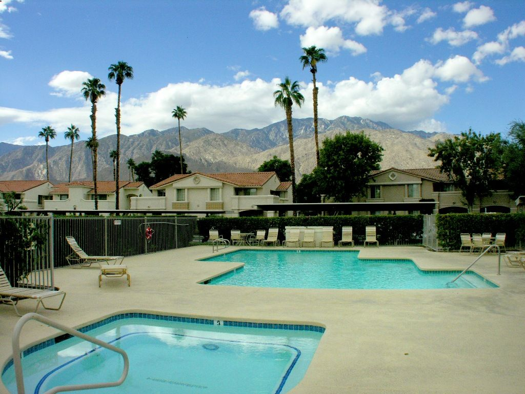 Comfortable Mesquite Country Club Condo Phase 2 Amazing Pool Mountain Views Palm Springs