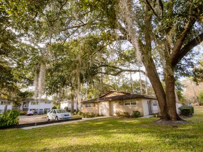 Photo for ECONOMY: quiet 1 bedroom apt, pvt. patio, trees, UF, downtown, shopping 1.5 mi.
